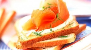 Toasts club au saumon