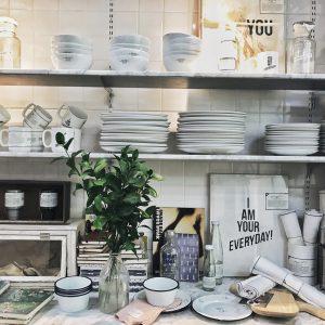 vaisselle étagère cuisine