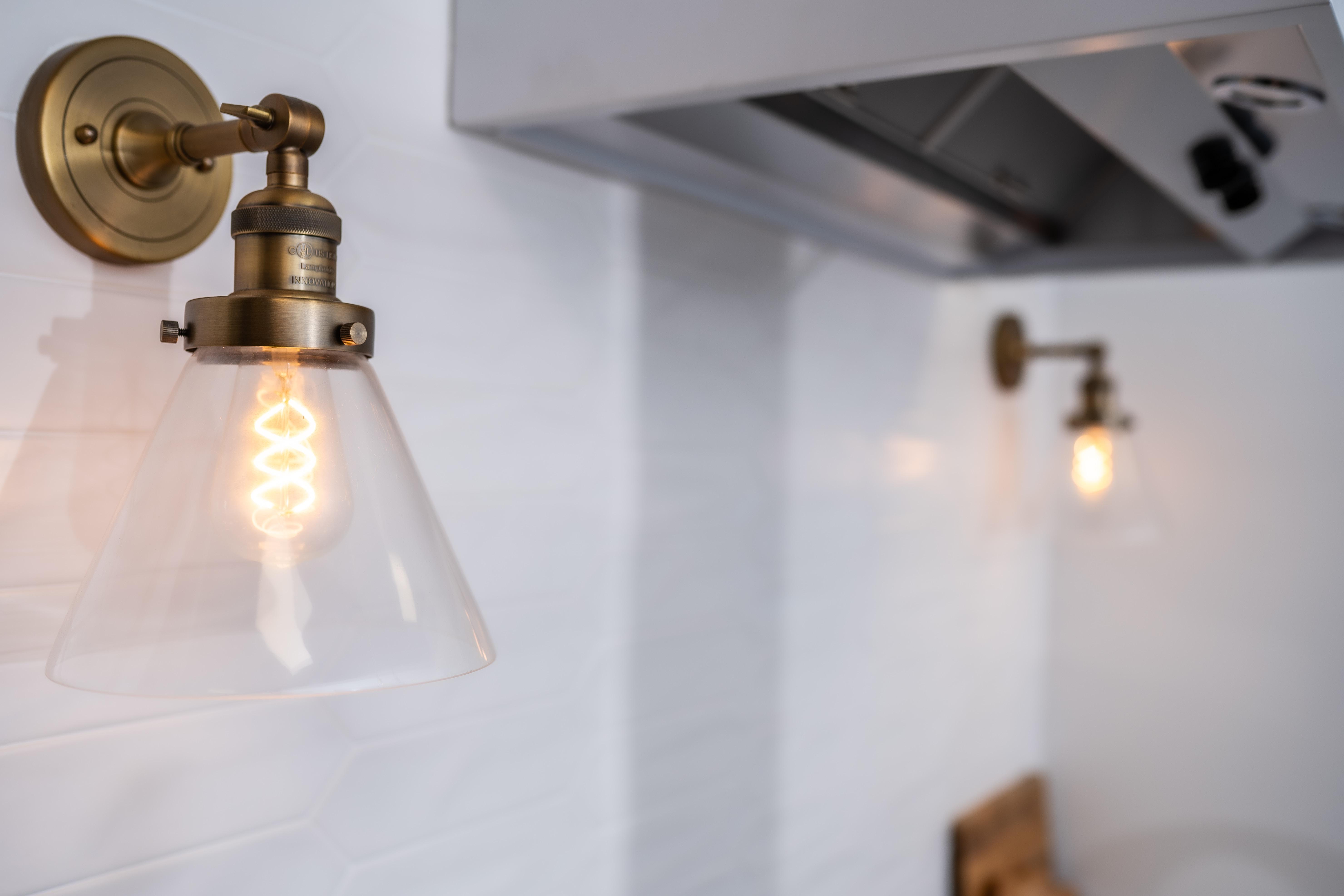 Des lampes industrielles dans la cuisine
